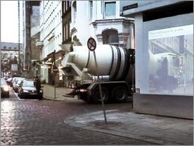 Transito seguro con paredes transparentes en avenidas