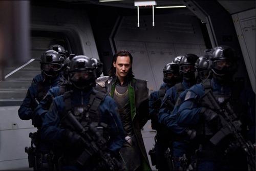 Loki capturado por  agentes S.H.I.E.L.D. en Avengers