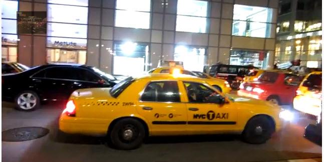 Patrulleros de policía de Nueva York encubiertos como taxis