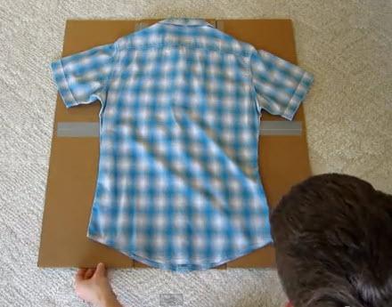 Truco para doblar camisas fácil con tablero plegable de cartón