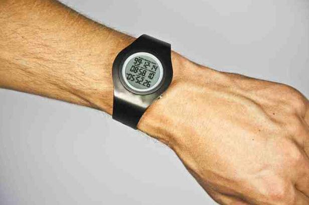 Reloj cuenta las horas de vida de una persona