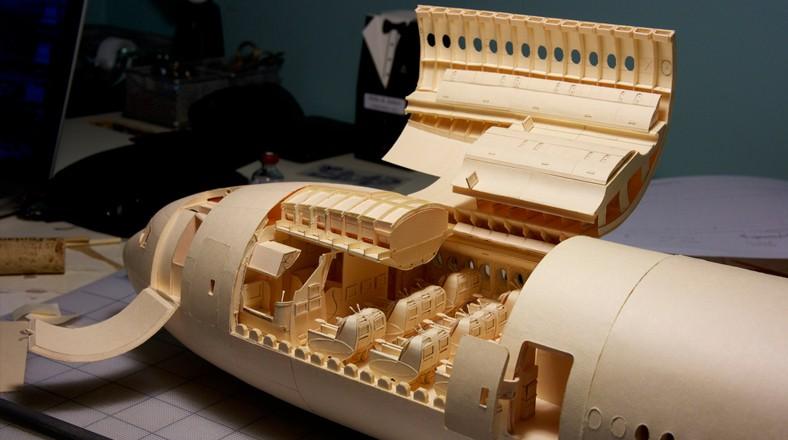 Avión Boeing 777 de papel por dentro
