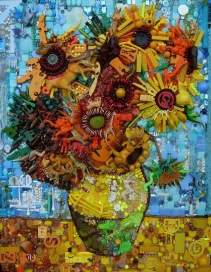 Florero hecho con plásticos reciclados y figuras