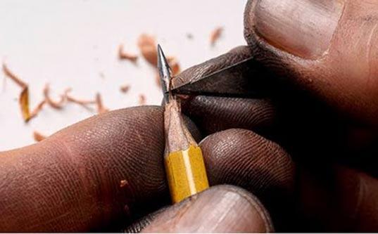 Proceso del micro tallado en lápices con cuchilla