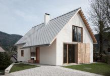 Diseño de casa pequeña con techo a dos aguas